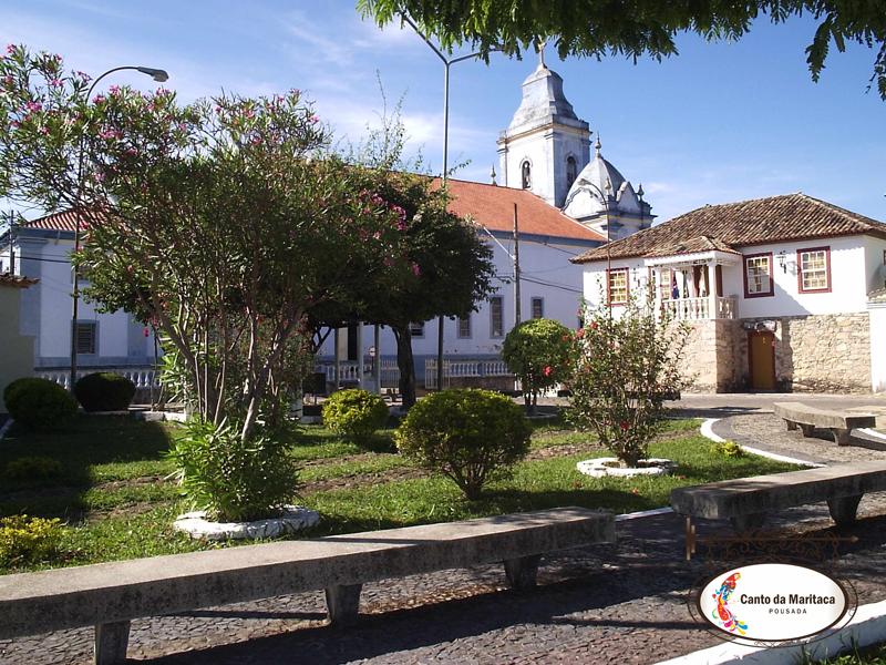 Praça central de Resende Costa